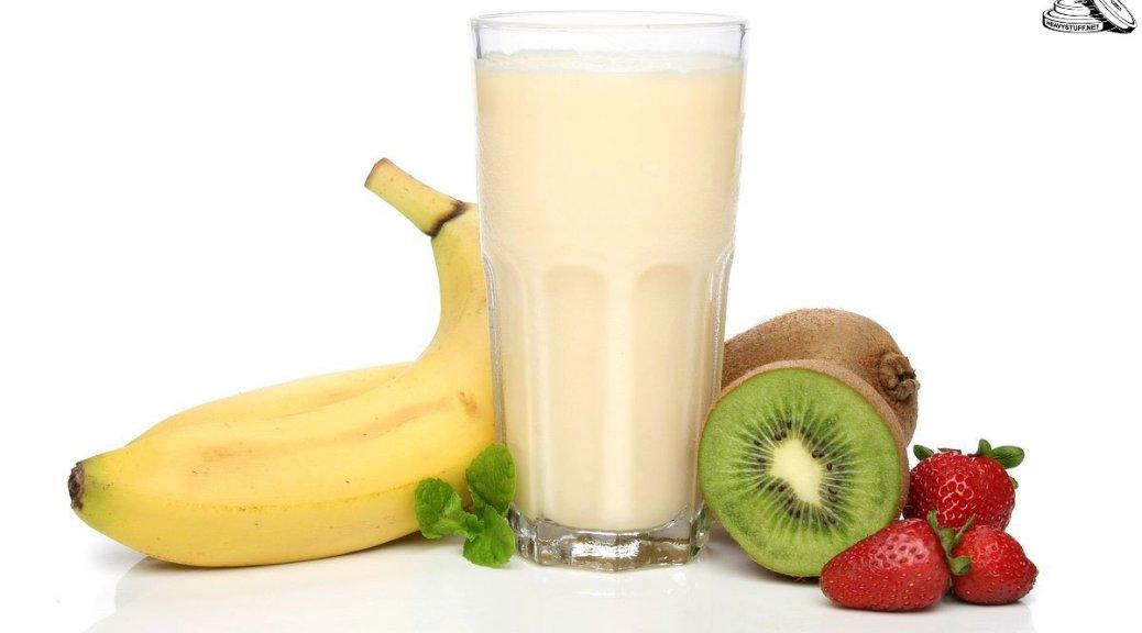 Протеиновый коктейль и фрукты