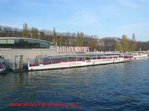 Romantic boat ride on the Bateaux Mouches