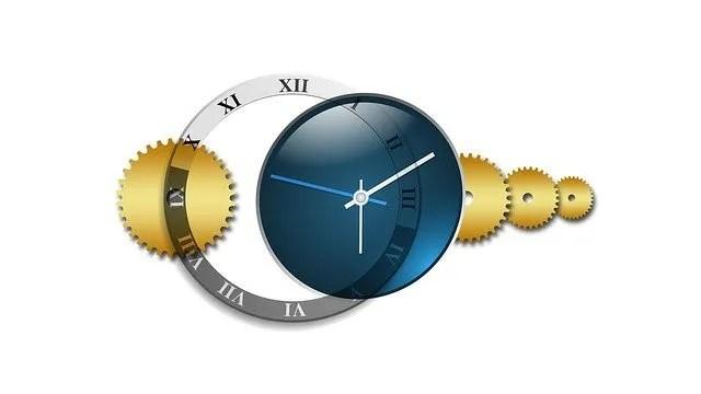 גלגלי שיניים ושעון