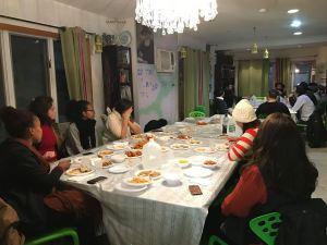 רועי שמש - סעודות שבת וחגים בברוקלין