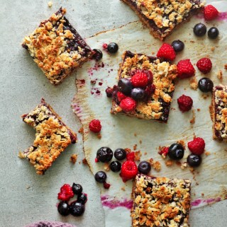 Blueberry and Raspberry Almond Oat Crumb Bars – Vegan + GF