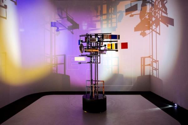 L'exposition  «Artistes & Robots» ou le cycle « Robots et sentiments » au CNC !
