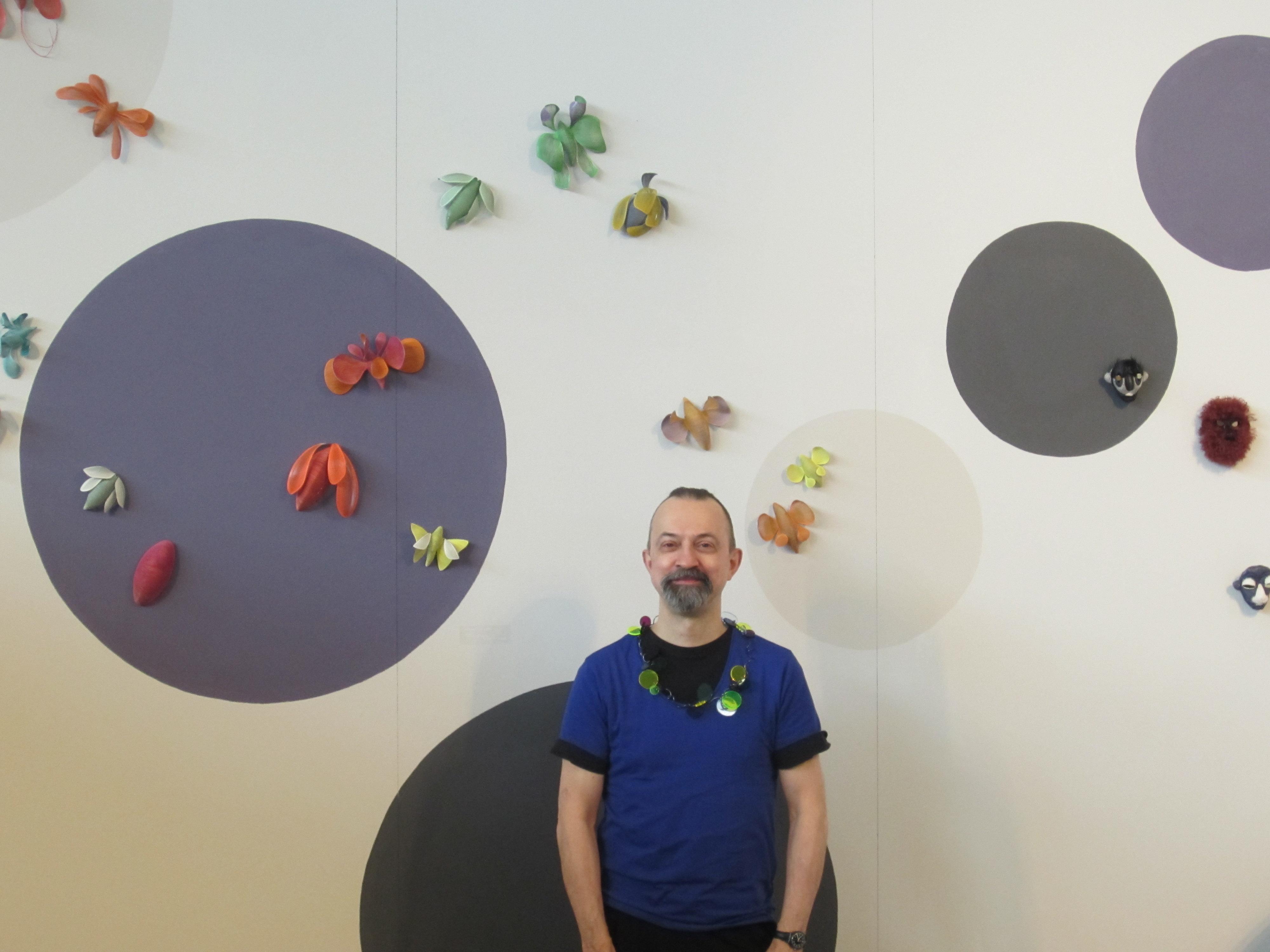 Paul Derrez op Frame, München, portret, beurs