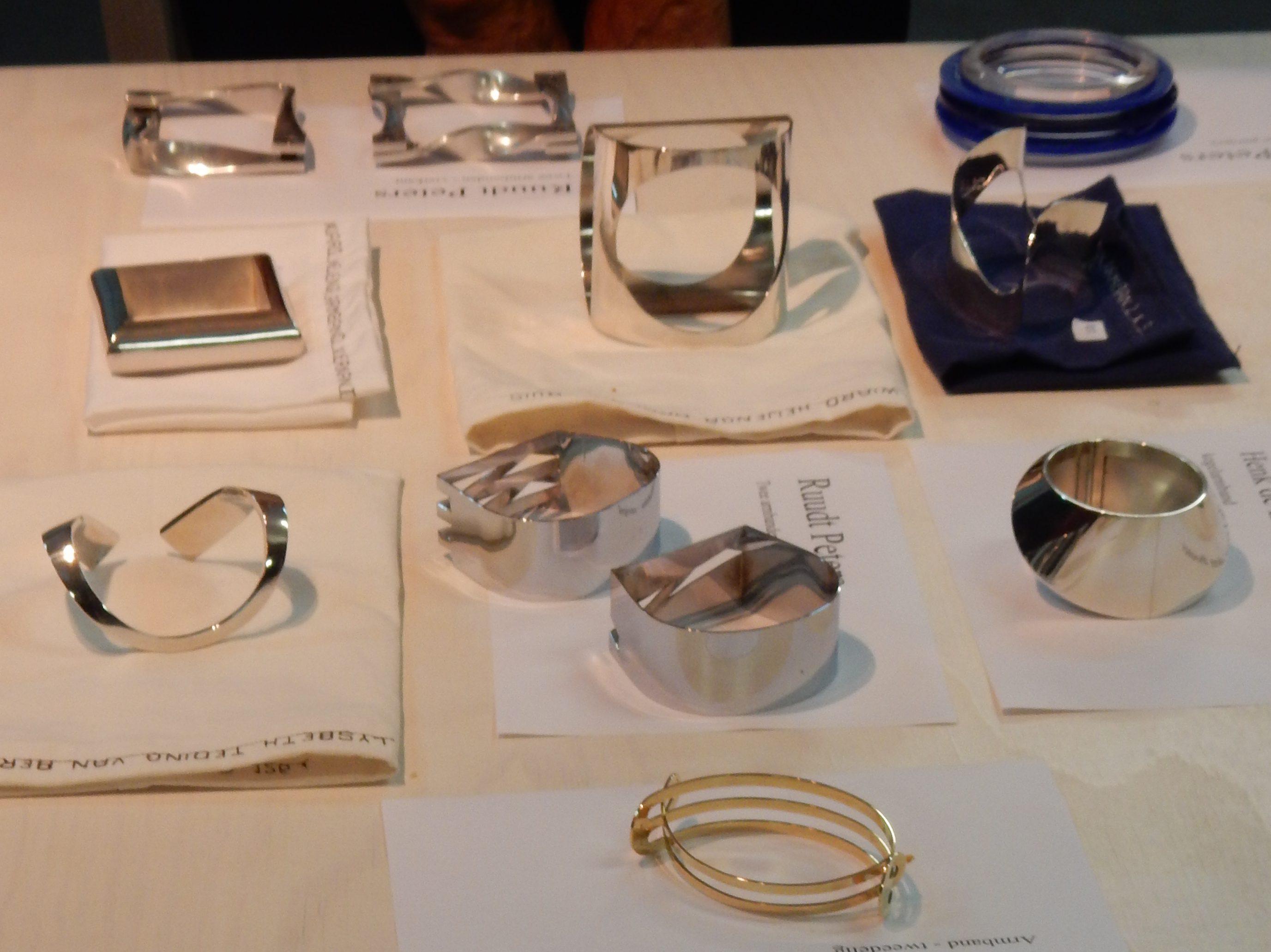 Bijeenkomst SSC 2016, armbanden, metaal