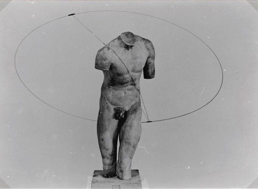 Pierre Degen, Visies op sieraden, Stedelijk Museum, 1982, gipsafgietsel, foto Liesbeth den Besten