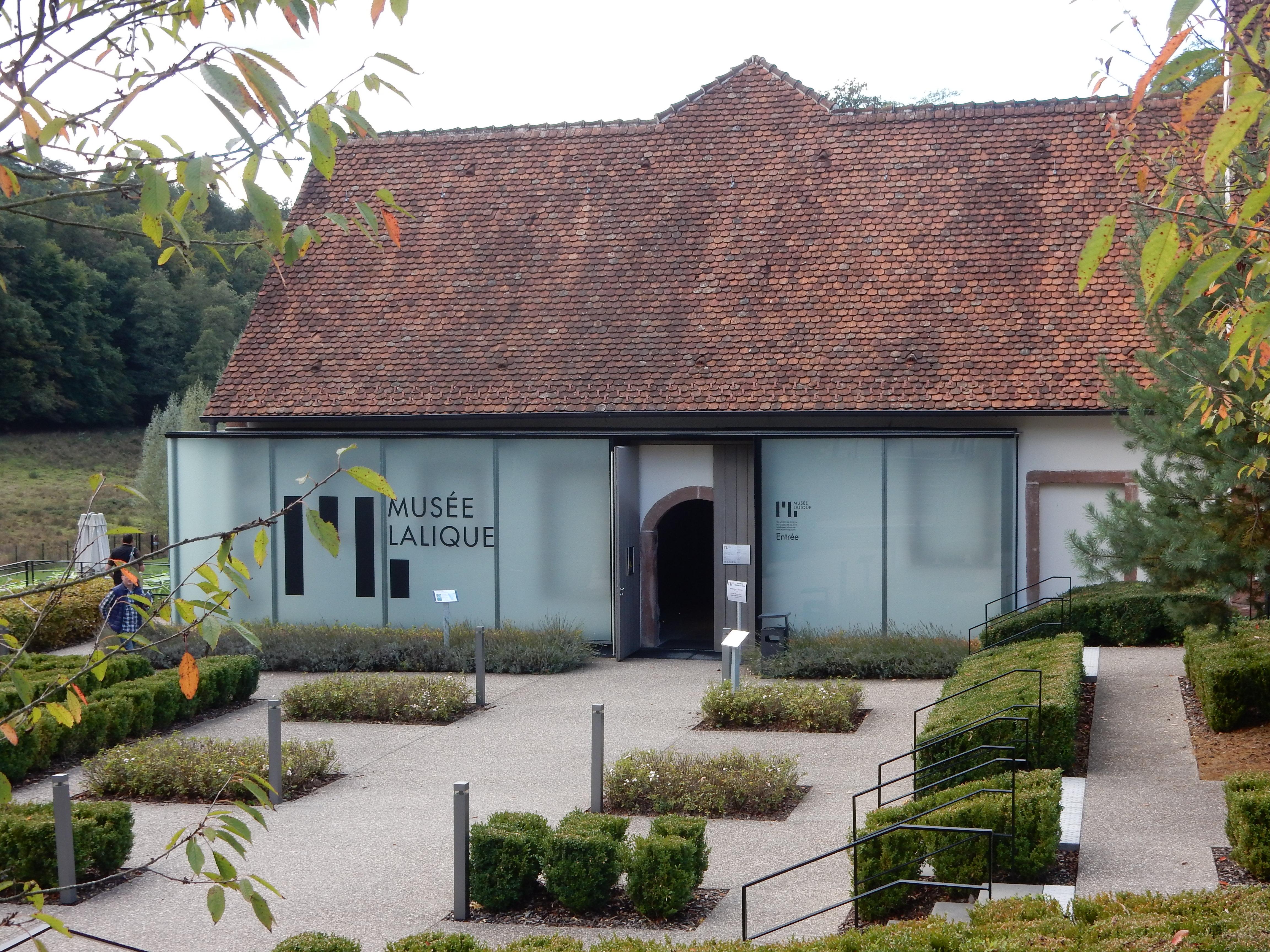 Musée Lalique, Wingen-sur-Moder, gevel, ingang, tuin