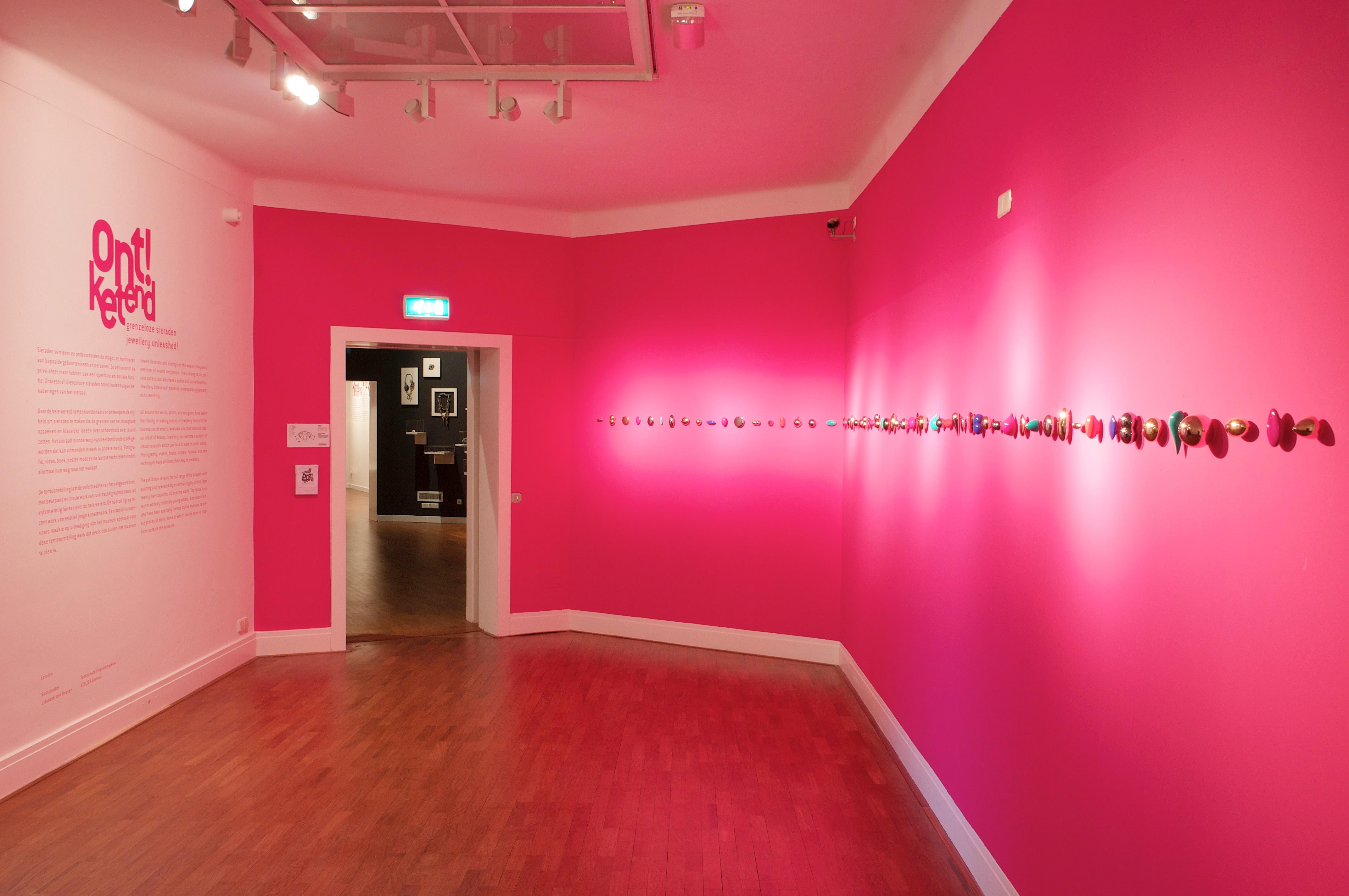 Ontketend, Museum voor Moderne Kunst Arnhem, 2011, tentoonstelling, Noon Passama, broches