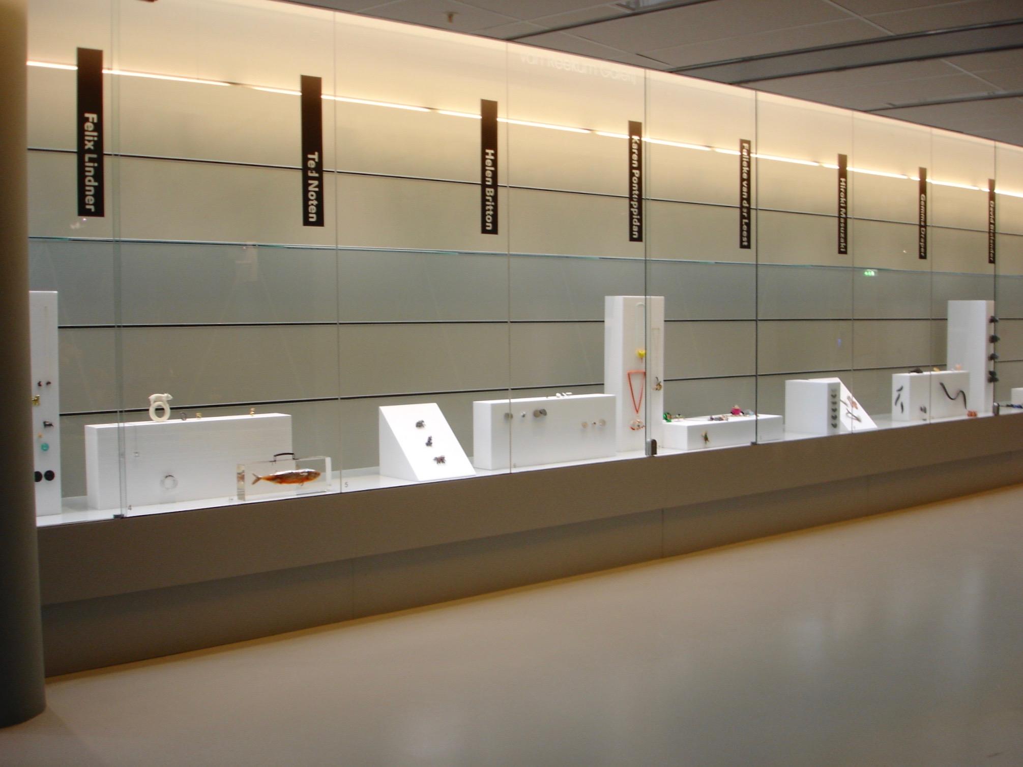 Sieren met dieren, CODA, 2009, tentoonstelling, wandvitrine