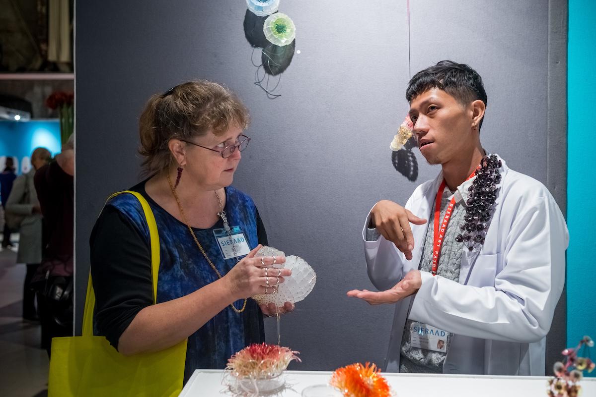 Sieraad Art Fair tijdens de opening op 10 november 2016, foto Arjen Veldt, beurs, Maja Houtman, Gashouder, Westergasfabriek, Amsterdam
