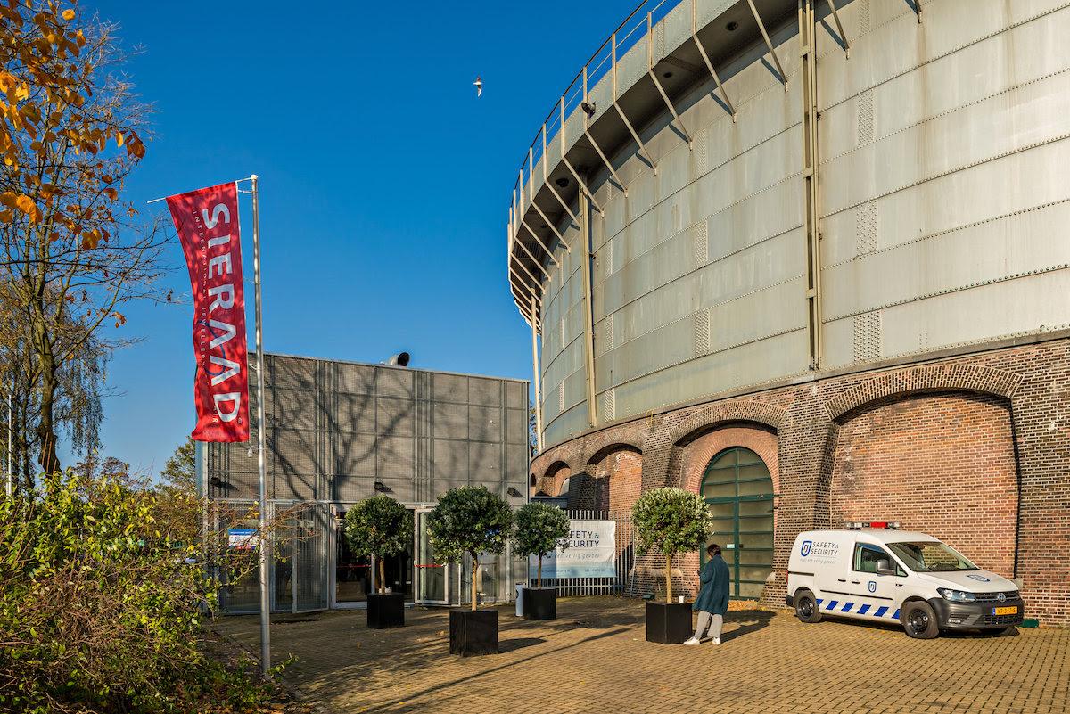 Sieraad Art Fair 2016 in de Gashouder op het terrein van de Westergasfabiek, foto Arjen Veldt, Gashouder, Westergasfabriek, Amsterdam