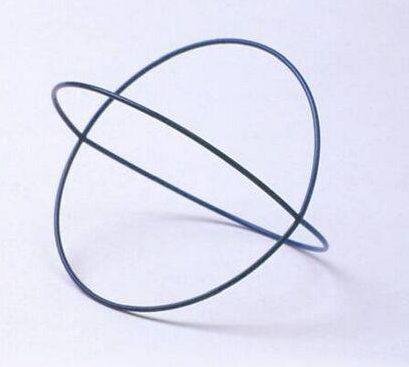 Emmy van Leersum, Gebroken lijnen, armband, 1980-82. Collectie Design Museum Den Bosch, metaal