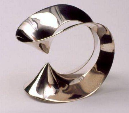 Emmy van Leersum, armband, 1965. Collectie Design Museum Den Bosch, zilver