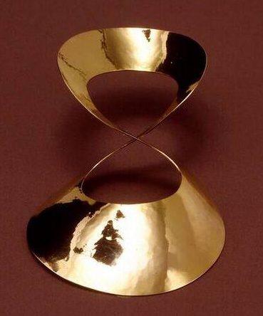 Emmy van Leersum, dasklem, 1965. Collectie Design Museum Den Bosch, goud