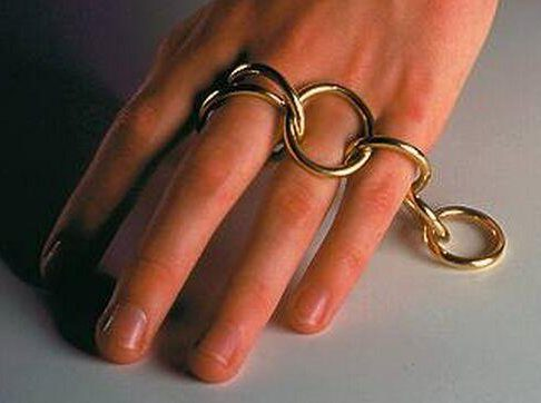 Gijs Bakker, Everybody's friend, ring, 1994. Foto met dank aan SMS©