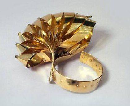 Gijs Bakker, Tien lussen, armband, 1965. Foto met dank aan SMS©