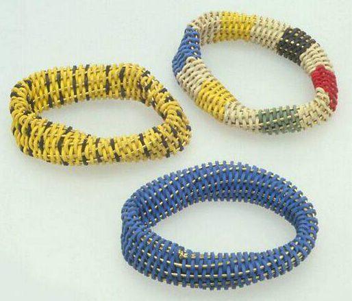 Beppe Kessler, armbanden, 1985. Collectie Design Museum Den Bosch, metaal, elastiek