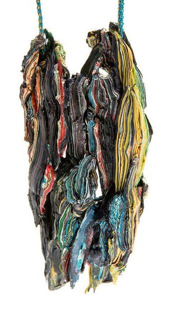 Ineke Heerkens, Wilde stromen, hanger, 2011, kunststof, textiel