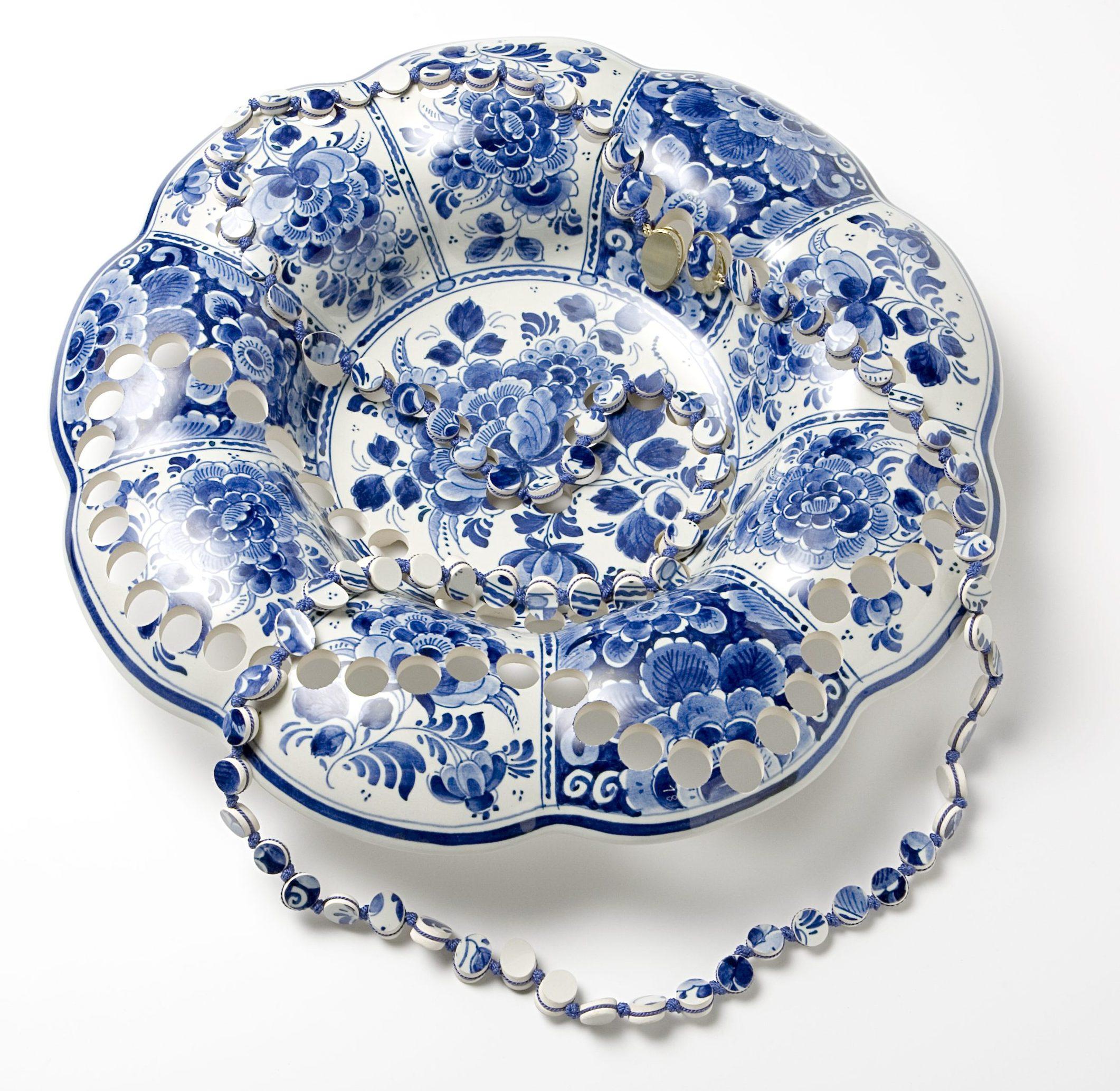 Gésine Hackenberg, halssieraad, 2006. Collectie CODA, keramiek, textiel