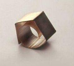 Onno Boekhoudt, ring, 1982. Collectie Design Museum Den Bosch, zilver