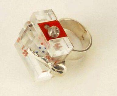 Onno Boekhoudt, ring, 1968. Collectie Design Museum Den Bosch, zilver, kunststof