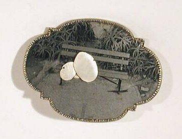 Bettina Speckner, Broche nr. 7, 2002. Collectie Design Museum Den Bosch, metaal
