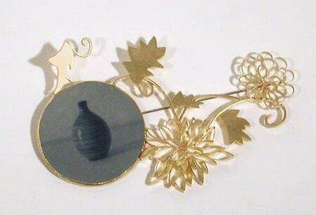 Bettina Speckner, Broche nr. 14, 2002. Collectie Design Museum Den Bosch, metaal