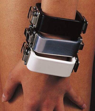 Charlotte van der Waals, armbanden, Serie Sieraad, 1973. Collectie Design Museum Den Bosch, metaal