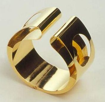 Chris Steenbergen, armband, 1969. Collectie Design Museum Den Bosch, goud