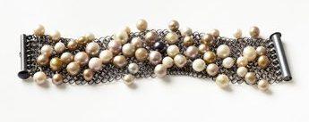 Julie Mollenhauer, armband, 2009. Foto met dank aan Galerie Marzee©