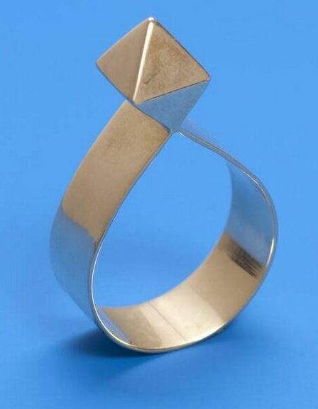 Riet Neerincx, Diamant, ring, 2010. Collectie Design Museum Den Bosch, goud