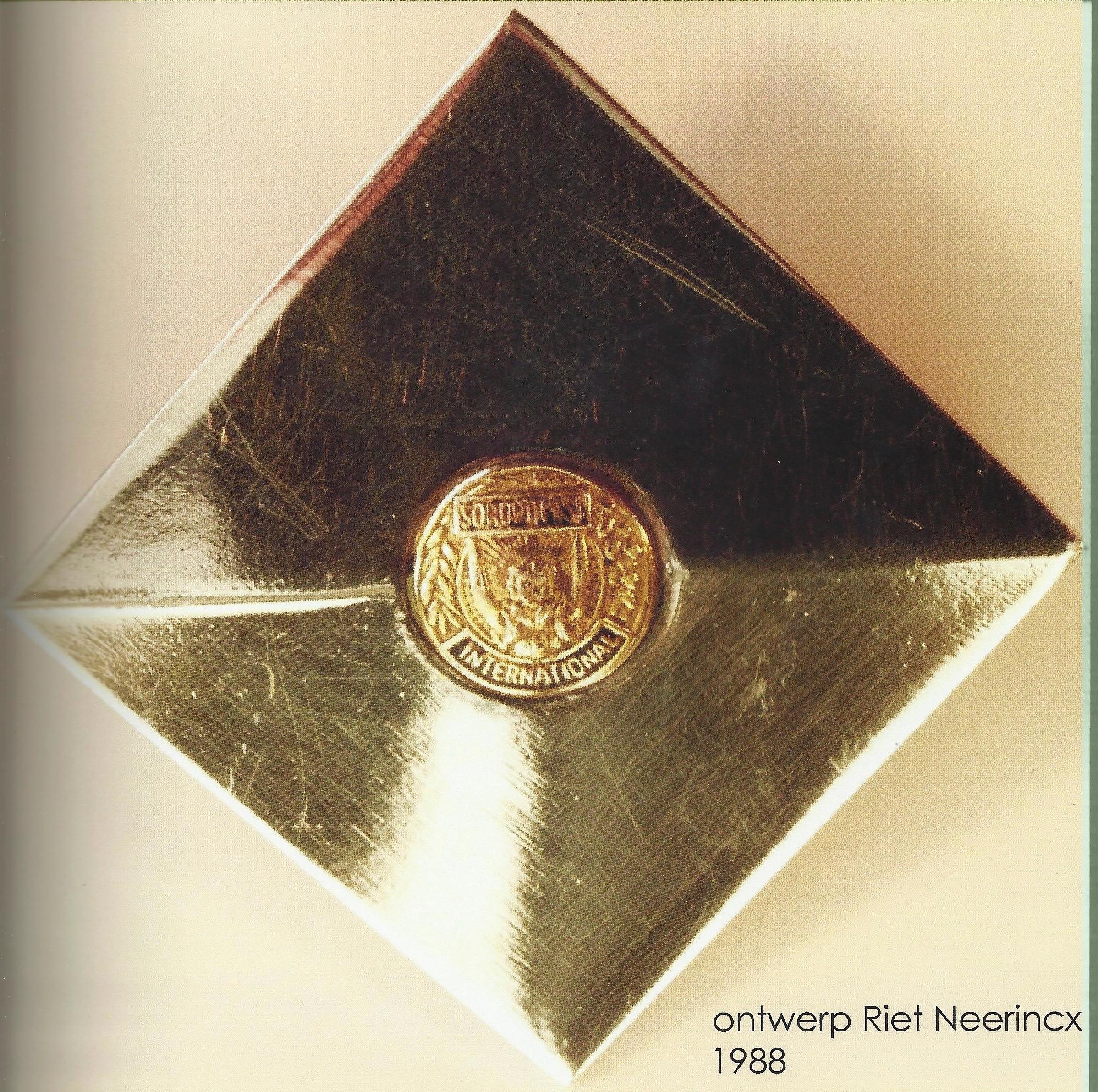 Riet Neerincx, Insigne Soroptimistenclub. 1988
