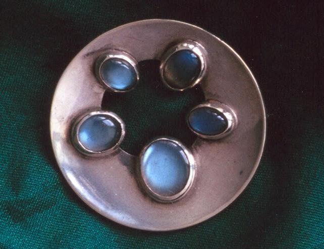 Riet Neerincx, broche, 1952, zilver, steen