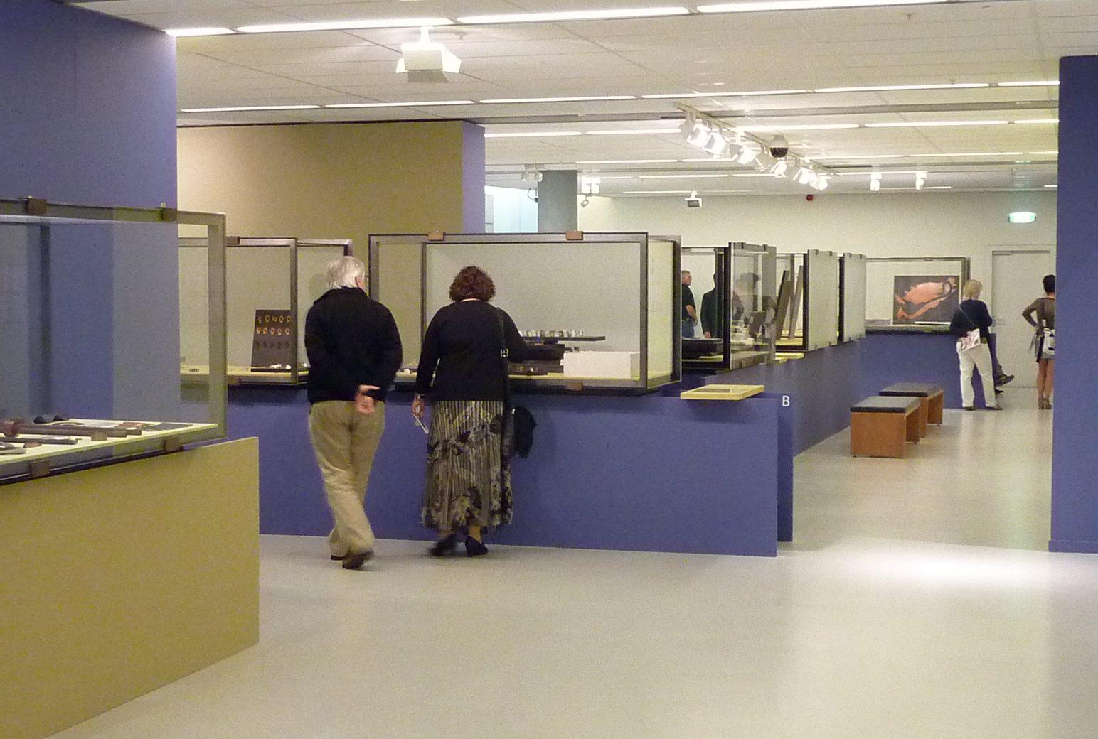 Inrichting Werk in uitvoering door Ward Schrijver, 2010, tentoonstelling, CODA, vitrines
