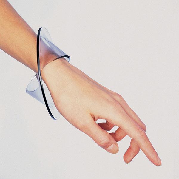 Gijs Bakker, armband. Foto Ton Werkhoven, 1999