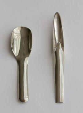 Françoise van den Bosch, suikerschep, 1968 en mosterdspatel, 1969, metaal