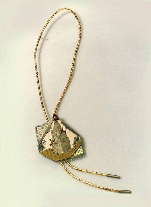 Betsy King, New York bolo, halssieraad, 1989. Collectie Design Museum Den Bosch, metaal