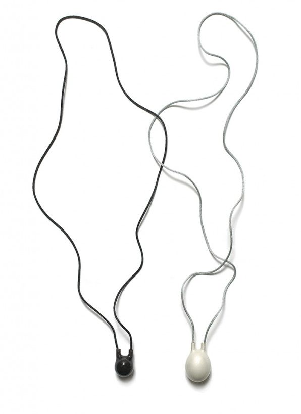 Kiko Gianocca. halssieraden, 2007, zilver, kunsthars, nylon