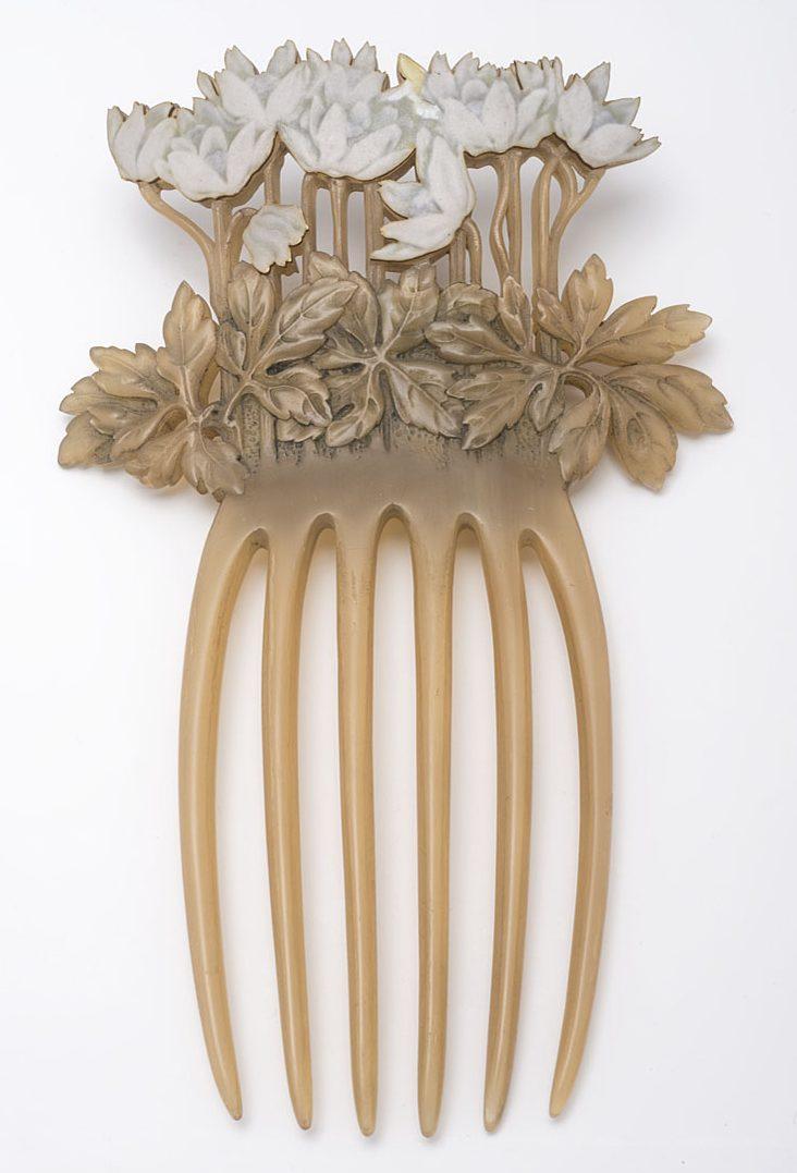 René Lalique, haarkam, 1899, Collectie Museum für Kunst und Gewerbe Hamburg, 1900.433, publiek domein (CC0 1.0)