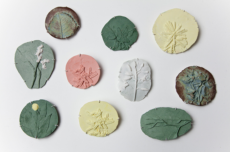 Marian Hosking, broches, 2013, metaal