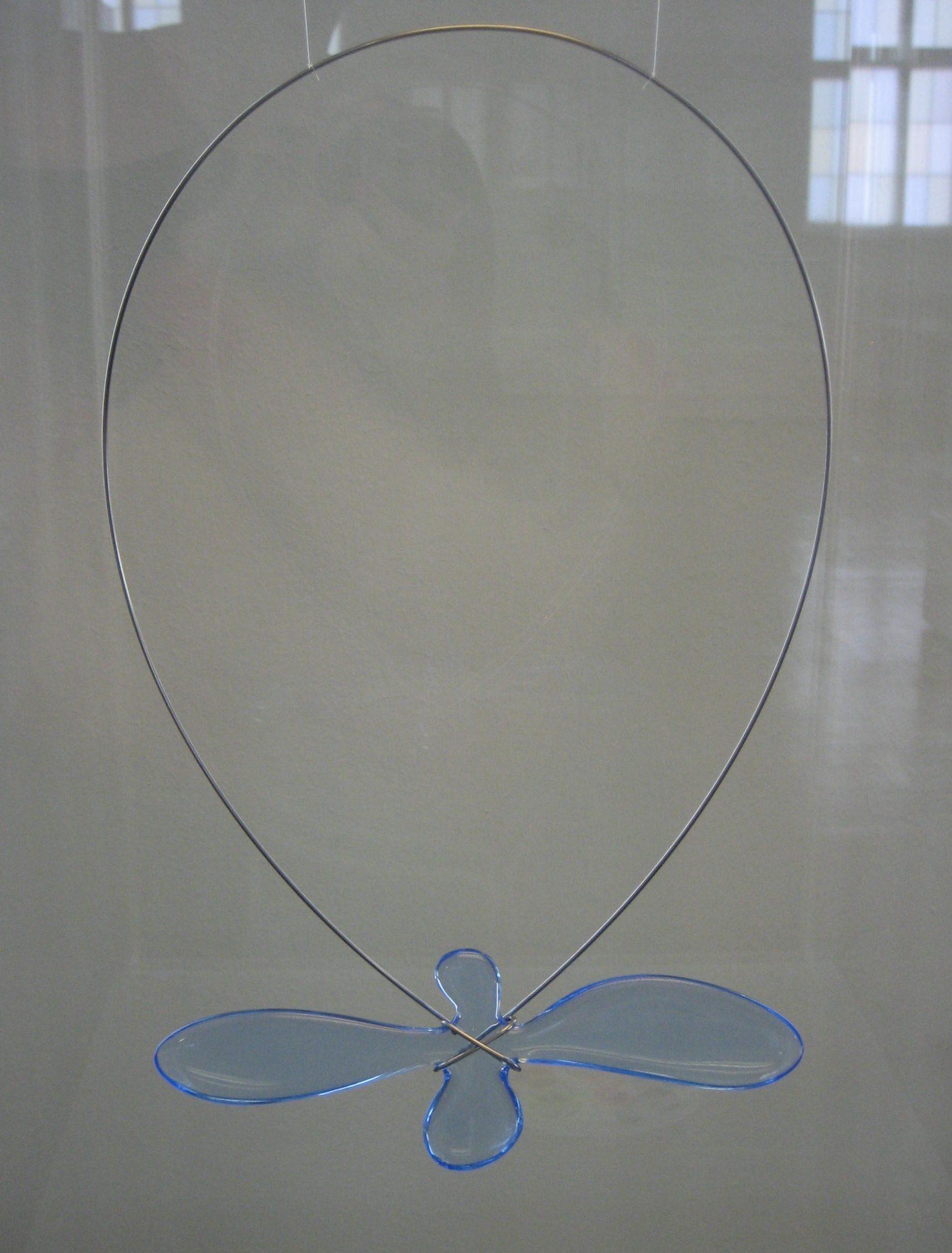 Paul Derrez, halssieraad, 1999. Collectie Bollmann, kunststof, koord