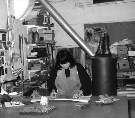 Iene Ambar in haar atelier in de Jordaan, Amsterdam. Foto met dank aan Iene Ambar©