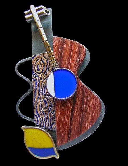 Lisa & Scott Cylinder, broche. Foto met dank aan Lisa & Scott Cylinder©