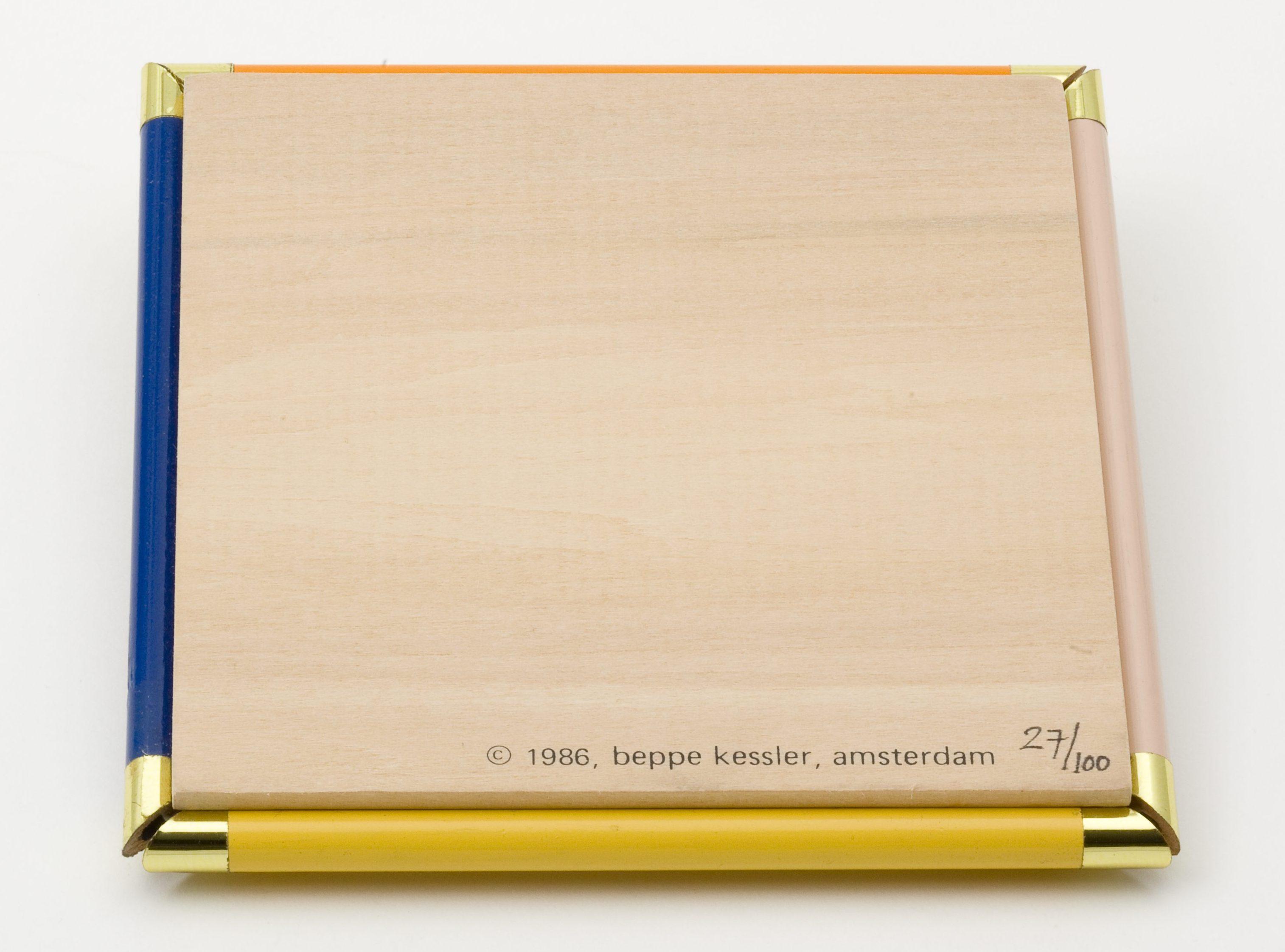 Beppe Kessler, potloodcollier, 27/100, halssieraad, 1986. Collectie Jurriaan van den Berg, potlood, hout