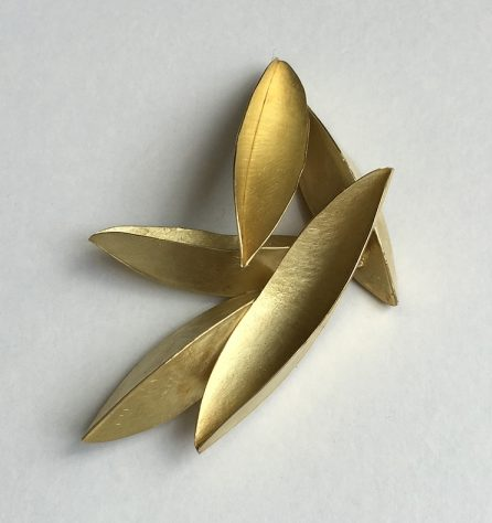 Kayo Saito, Seedpod Brooch, broche. Courtesy Mobilia Gallery©