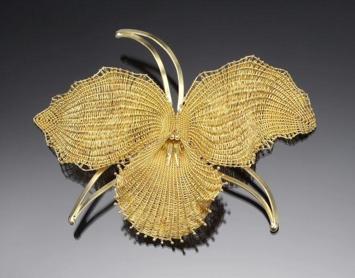 Mary Lee Hu, #33, Orchid, broche. Courtesy Mobilia Gallery©