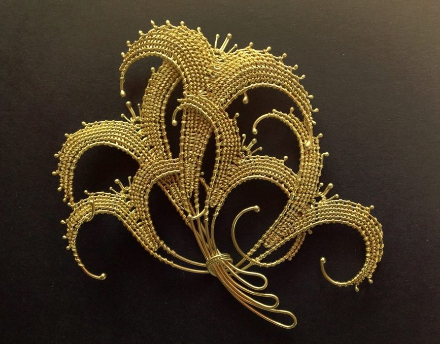 Mary Lee Hu, #37, Lily Bouquet, broche. Courtesy Mobilia Gallery©