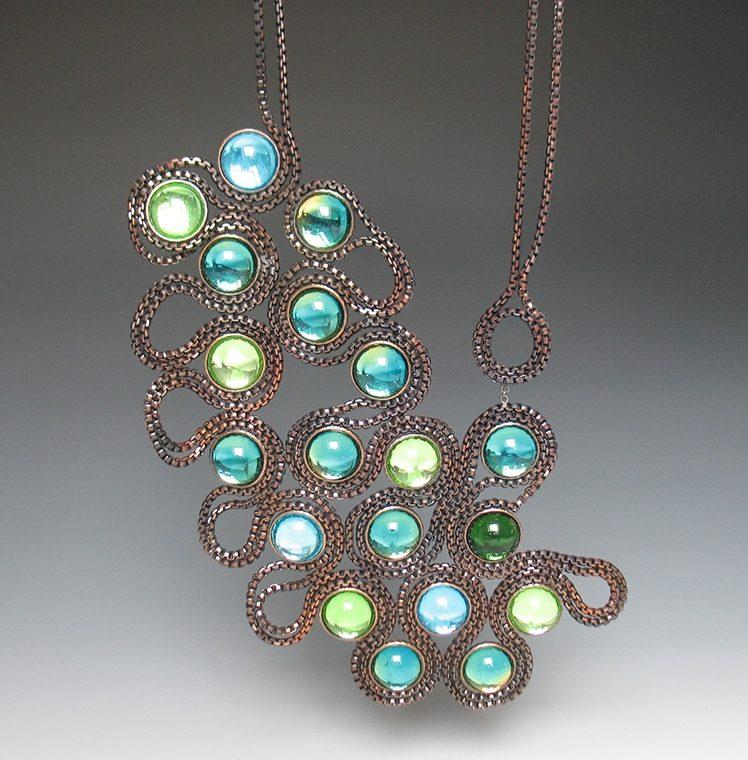Tamara Grüner, Montana Blue, halssieraad, 2012. Courtesy Mobilia Gallery©