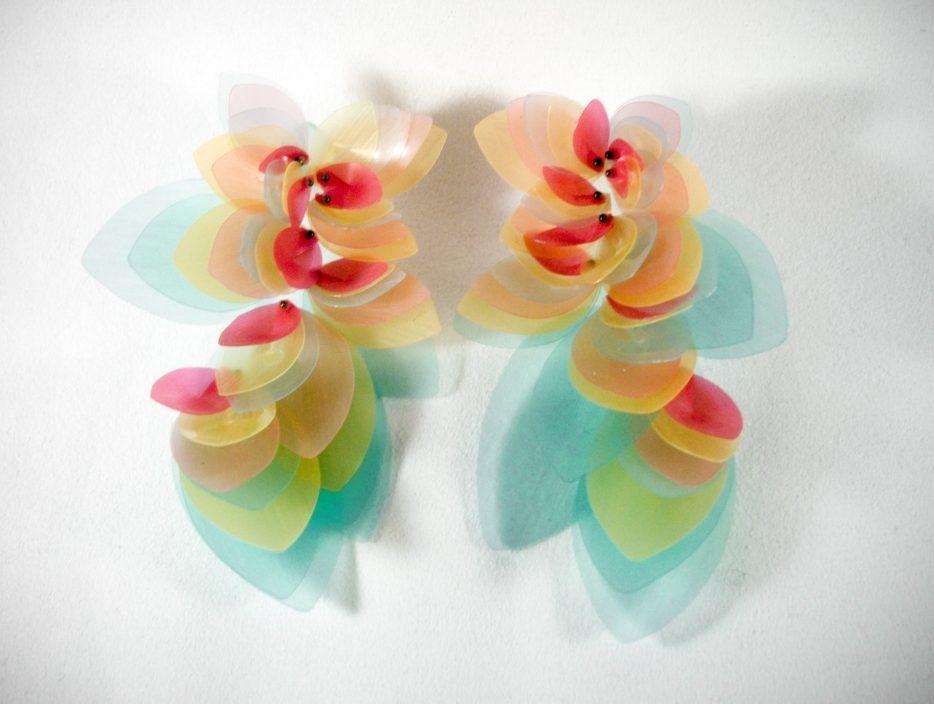 Yuka Saito, oorsieraden. Courtesy Mobilia Gallery©