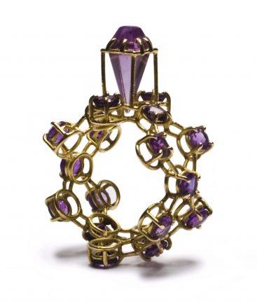 Philip Sajet, Purple Purple Ring, 2015. Foto met dank aan Ornamentum Gallery©