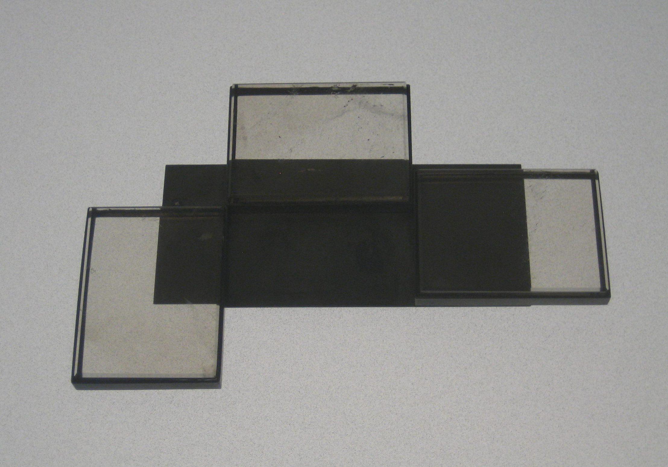 Georg Dobler, broche, 1999. Collectie Grassimuseum, metaal